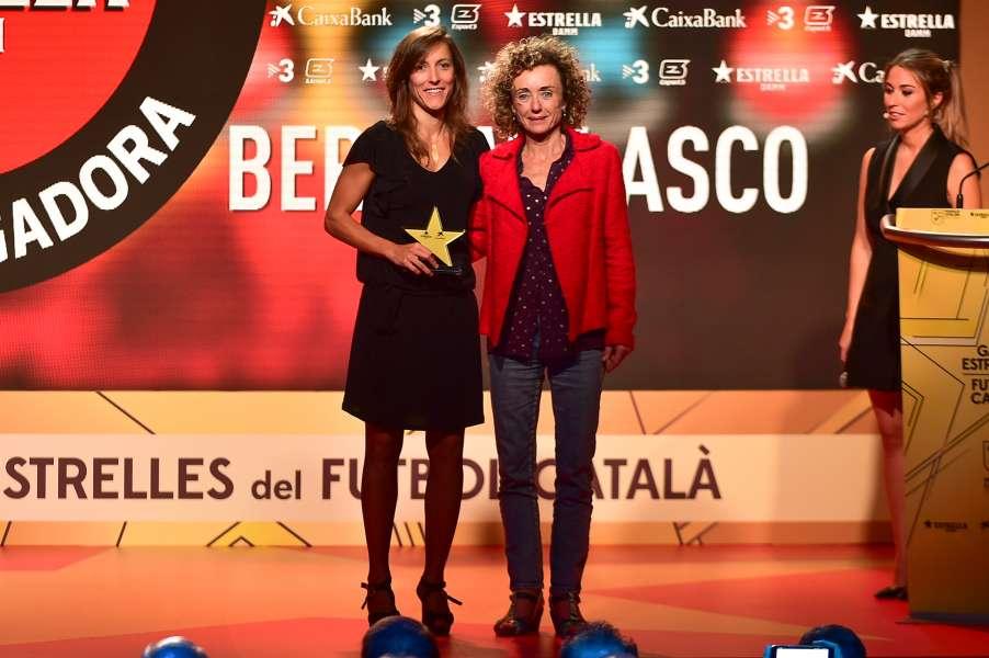 Berta Velasco, millor jugadora 2017-18 a la Gala de les Estrelles del Futbol Català || Berta Velasco, mejor jugadora 2017-18 en la Gala de las Estrellas del Fútbol Catalán